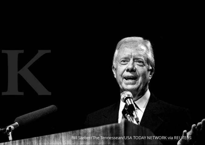 Former President Jimmy Carter discusses the recent release of two hostages May 1, 1990. He was in town to address the Conference of the American Association of Neurological Surgeons at the Opryland Hotel.
