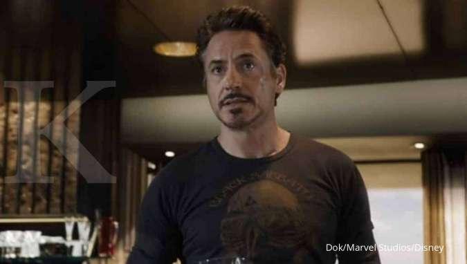 Tony Stark sebagai superhero Iron Man yang diperankan Robert Downey Jr. di film The Avengers.