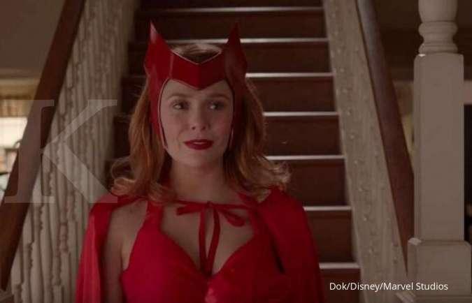 Elizabeth Olsen dalam serial WandaVision di Disney+.