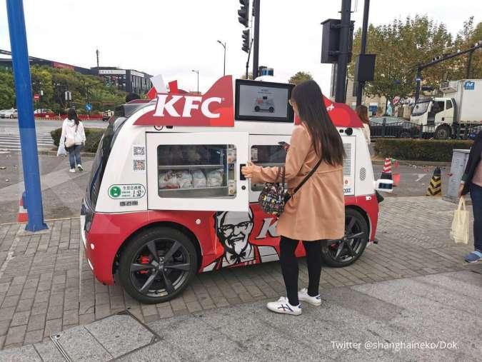 Pelanggan membeli ayam goreng di KFC China lewat mobil tanpa awak