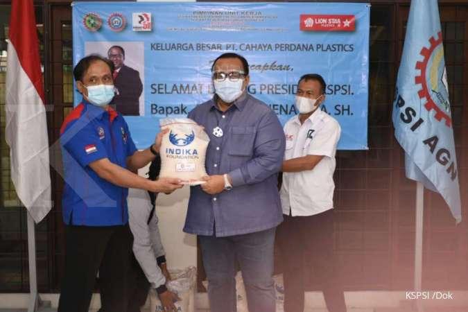 Gandeng Indika Foundation, KSPSI salurkan bantuan ke buruh korban PHK