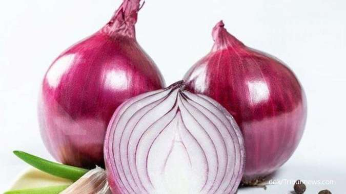 One of the foods that cause vaginal discharge and interfere with vaginal health is onions.