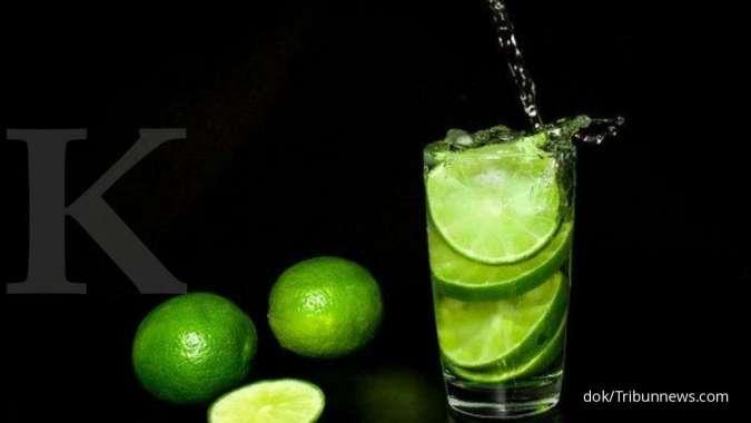 5 Manfaat infused water jeruk nipis untuk kesehatan bila diminum secara rutin