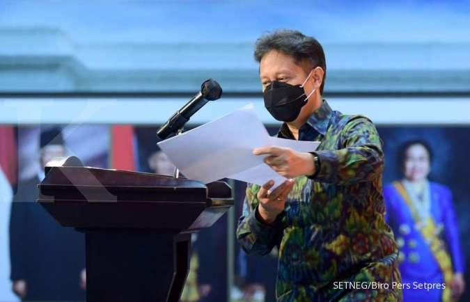 Menteri Kesehatan Budi Gunadi Sadikin minta pasien positif corona tanpa keluhan agar melakukan isolasi mandiri di rumah karena rumahsakit (RS) penuh.