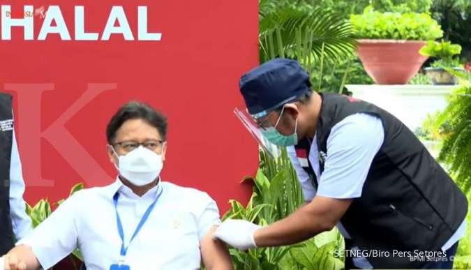 Menkes Budi G Sadikin menerima vaksinasi Covid-19 dosis kedua di Istana Merdeka, Jakarta (27/1/2021).