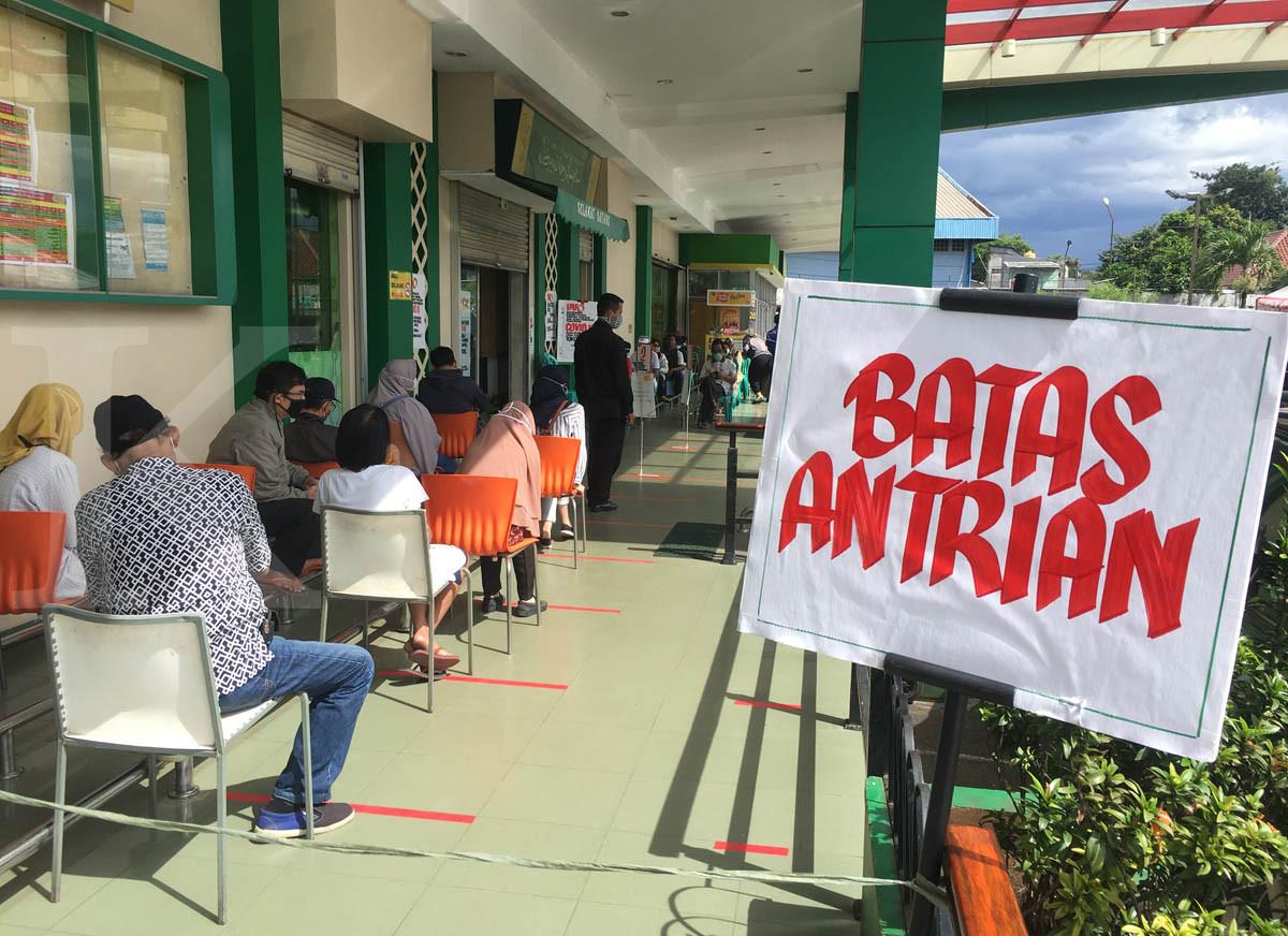 Pembatasan pengunjung supermarket untuk cegah penyebaran corona