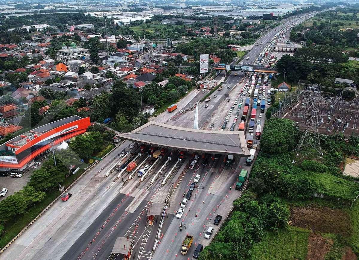 Penyekatan kendaraan arus balik di Gerbang Tol Cikupa