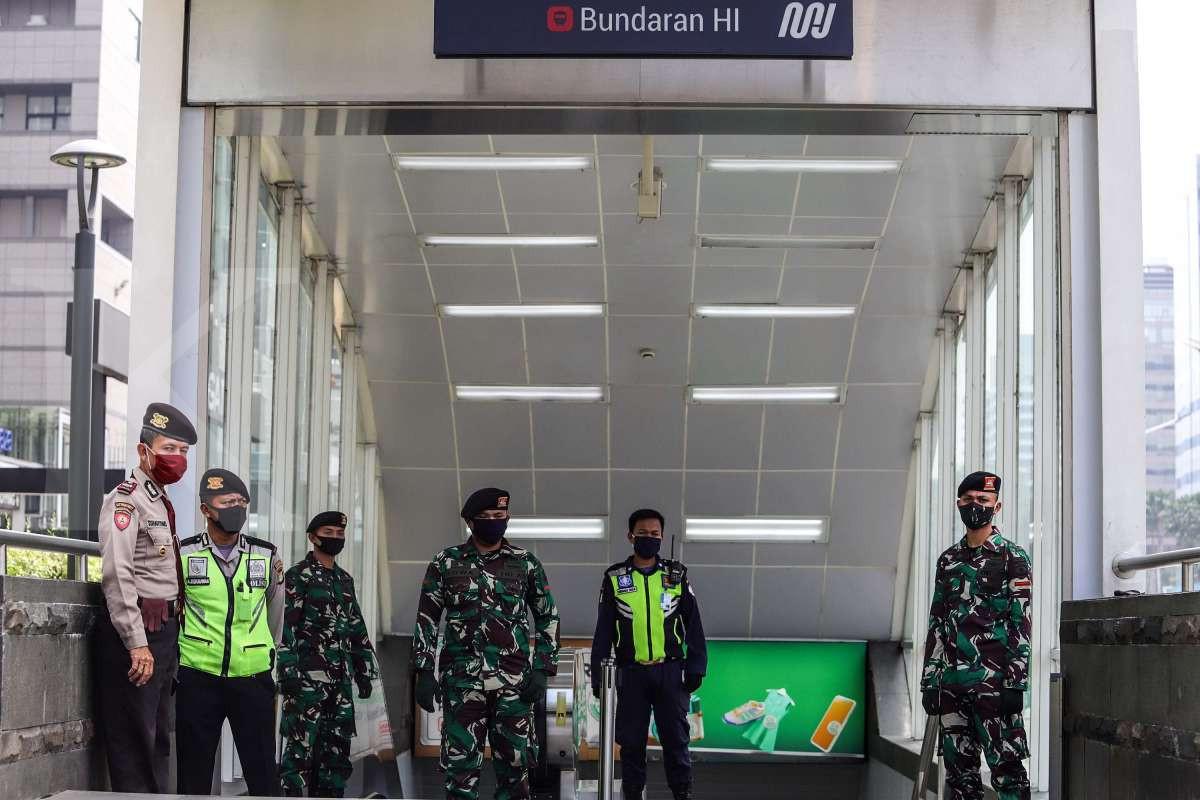 Penjagaan ketat area publik transportasi Jakarta
