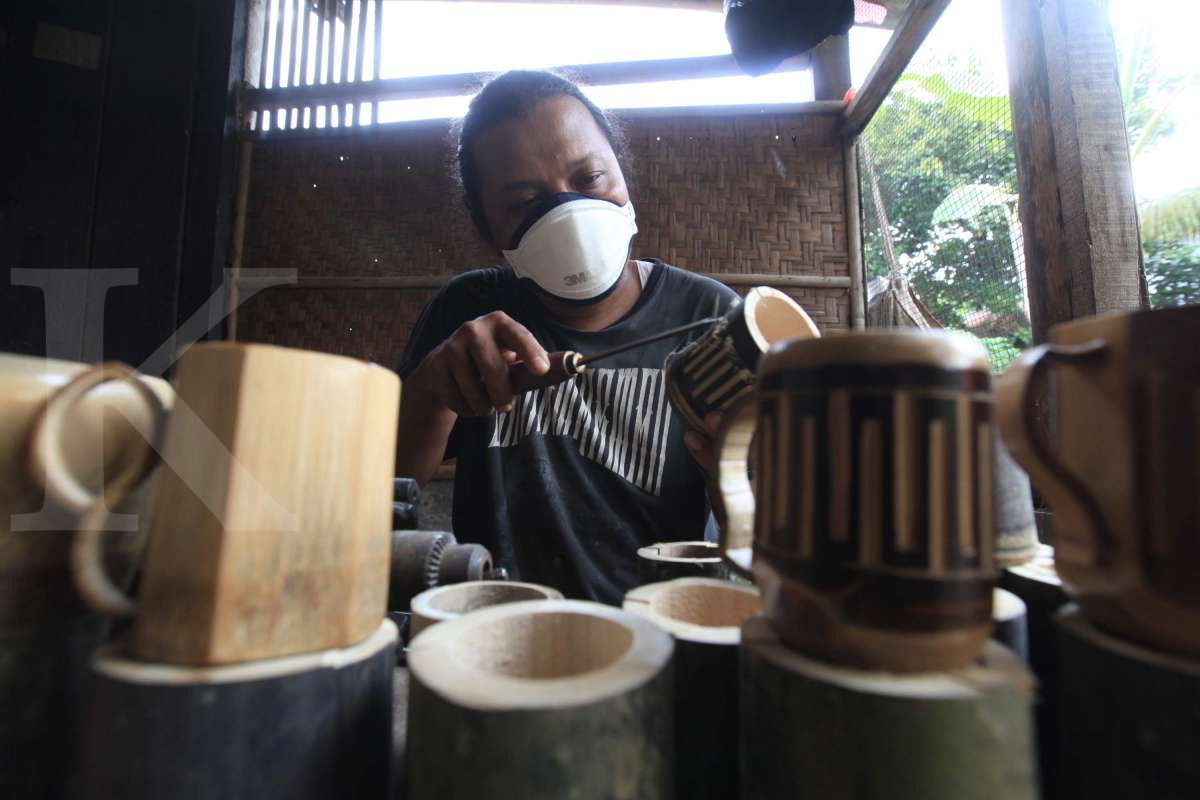 Produksi gelas bambu ramah lingkungan