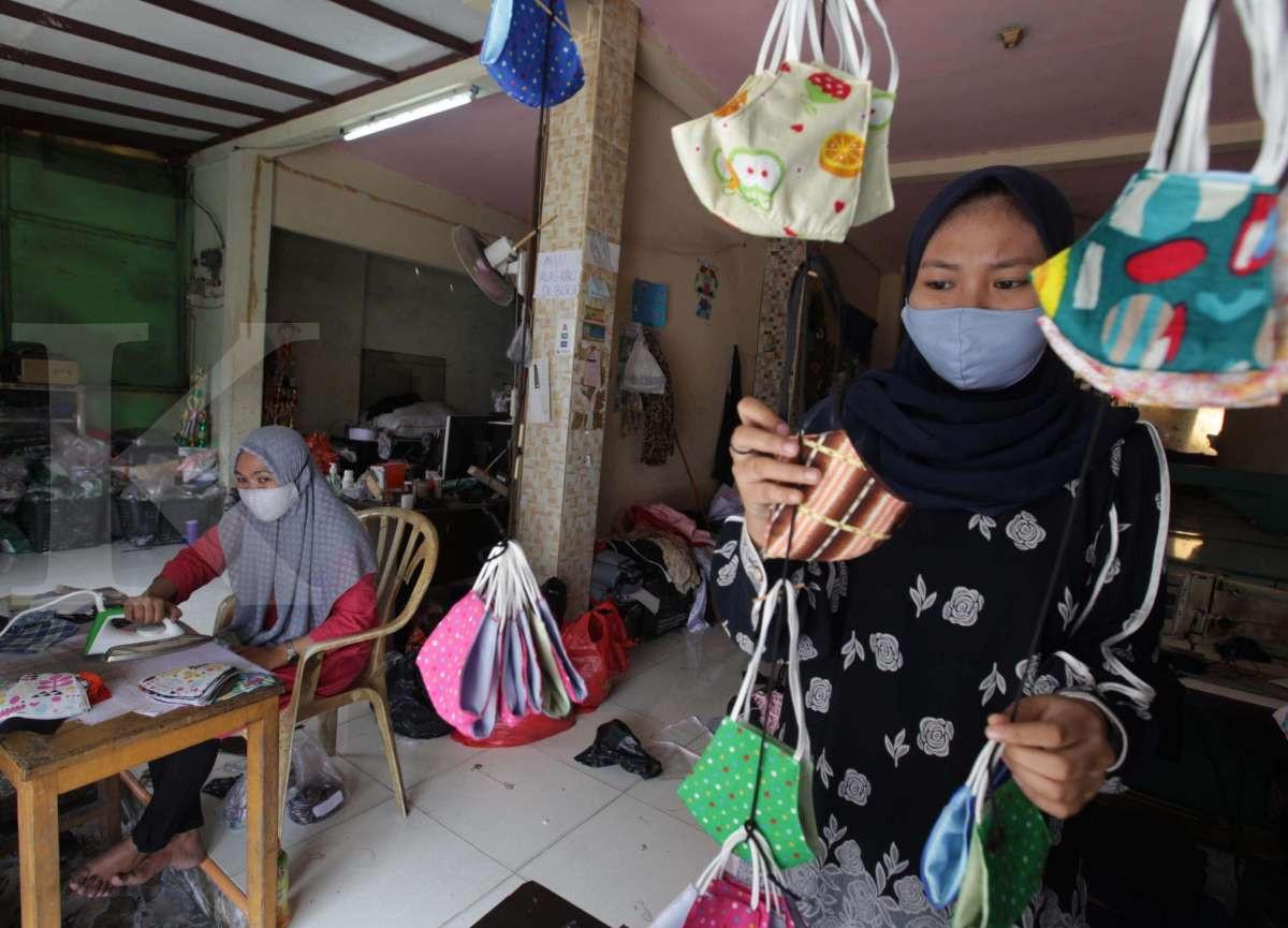 Alih usaha memproduksi masker untuk menyiasati dampak pandemi