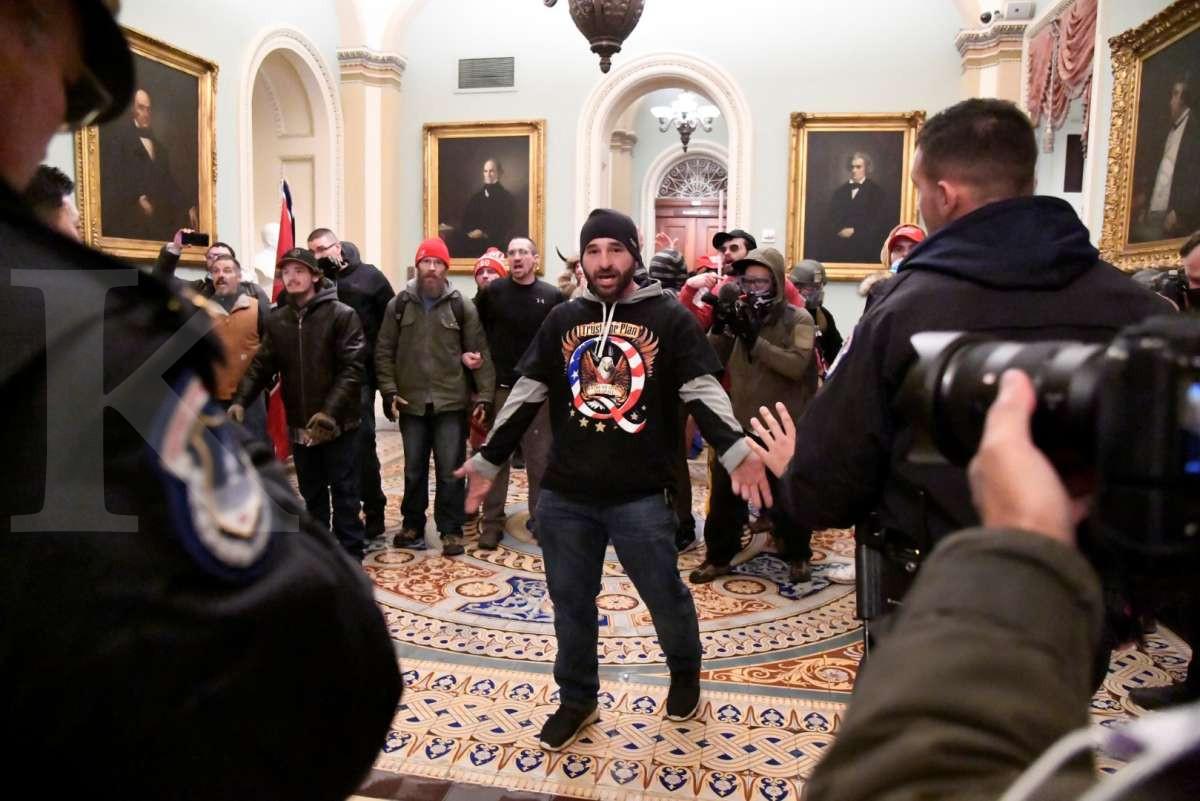 Menembus Gedung Capitol
